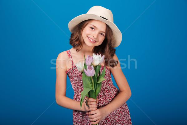 Mosolyog kislány kalap virágcsokor virágok portré Stock fotó © deandrobot