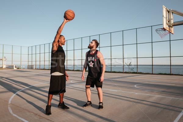 Ritratto due giovani uomini giocare basket parco giochi Foto d'archivio © deandrobot