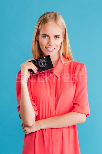 Młoda kobieta fotograf sukienka stałego retro kamery Zdjęcia stock © deandrobot