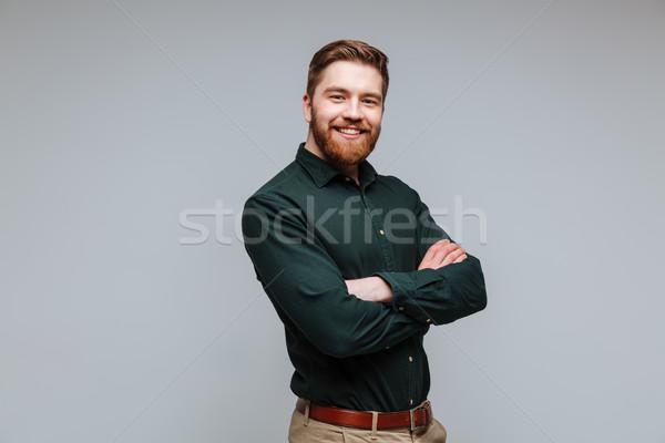 Sorridente barbudo homem camisas brasão olhando Foto stock © deandrobot