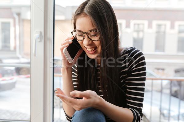 Stockfoto: Gelukkig · asian · vrouw · praten · telefoon · vensterbank