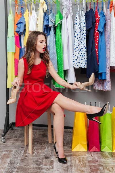 Vrouw hanger jonge mooie vrouw schoenen kleding Stockfoto © deandrobot