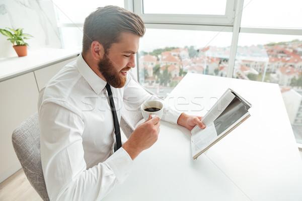 Yandan görünüş gülen sakallı adam okuma dergi Stok fotoğraf © deandrobot