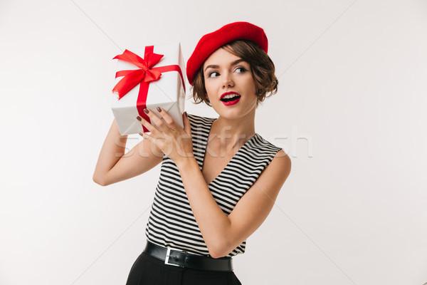 Retrato curioso mulher vermelho boina Foto stock © deandrobot