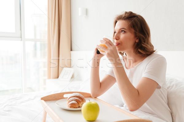 Konsantre genç kadın izlemek tv resim oturma Stok fotoğraf © deandrobot