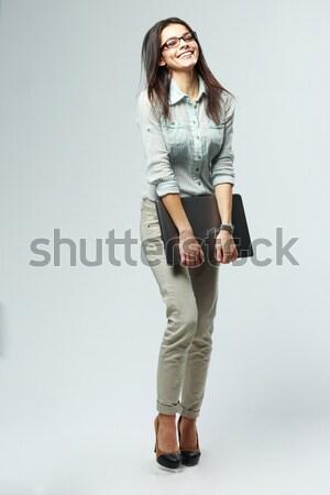 Portret jonge nadenkend zakenvrouw laptop Stockfoto © deandrobot