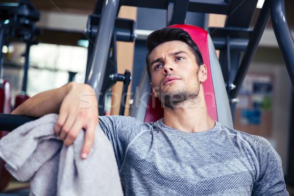 Bodybuilder riposo fitness palestra ritratto bello Foto d'archivio © deandrobot