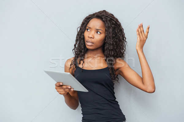 Nachdenklich afro Frau halten Tablet-Computer Stock foto © deandrobot