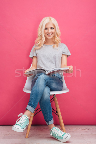 Boldog nő olvas magazin teljes alakos portré Stock fotó © deandrobot