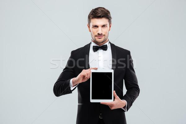 Man smoking permanente scherm tablet Stockfoto © deandrobot
