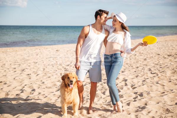 Couple marche mer rive chien romantique Photo stock © deandrobot