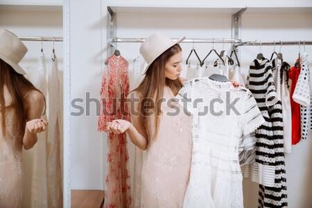 Maravilhado mulher jovem escolher vestir moda Foto stock © deandrobot