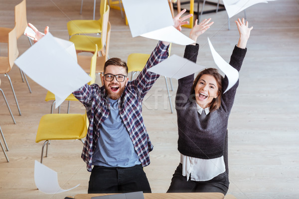 Szczęśliwy studentów bałagan biblioteki Zdjęcia stock © deandrobot