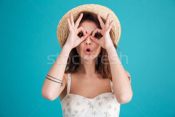 Foto stock: Retrato · jóvenes · morena · mujer · playa · sombrero