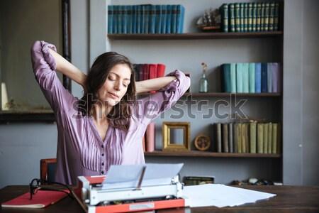 Portret zmęczony kobieta dziennikarz posiedzenia tabeli Zdjęcia stock © deandrobot