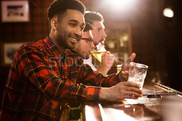 幸せ 友達 飲料 ビール カウンタ パブ ストックフォト © deandrobot