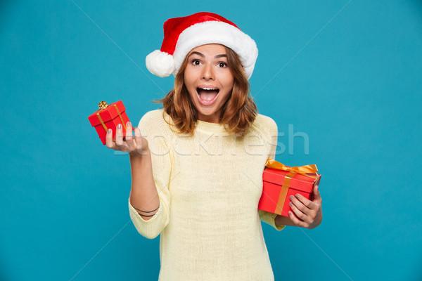 Sorpreso felice donna maglione Natale Hat Foto d'archivio © deandrobot