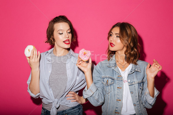 美しい 二人の女性 友達 食べ ドーナツ 画像 ストックフォト © deandrobot