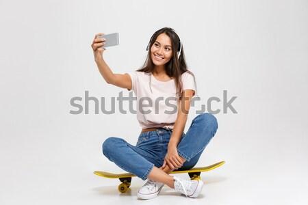 水平な 画像 ブルネット 女性 茶色の髪 座って ストックフォト © deandrobot