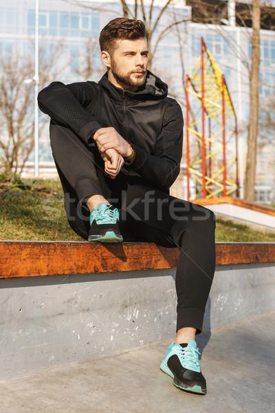 Portré fiatal sportoló fülhallgató pihen ül Stock fotó © deandrobot