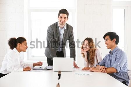Confondre jeune homme portable permanent table Photo stock © deandrobot