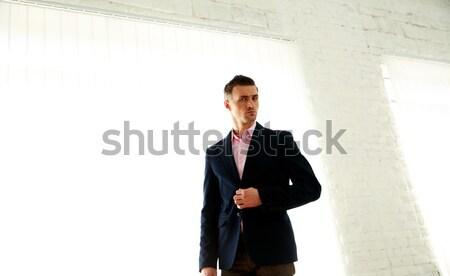 Moda imprenditore piedi ufficio uomo modello Foto d'archivio © deandrobot