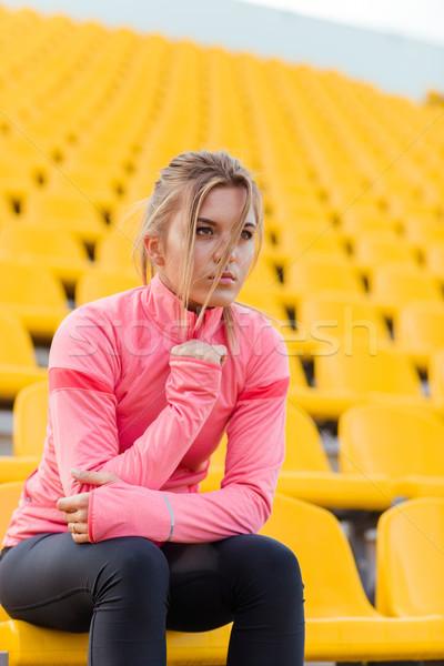 Kobieta fitness zewnątrz stadion portret młodych Zdjęcia stock © deandrobot