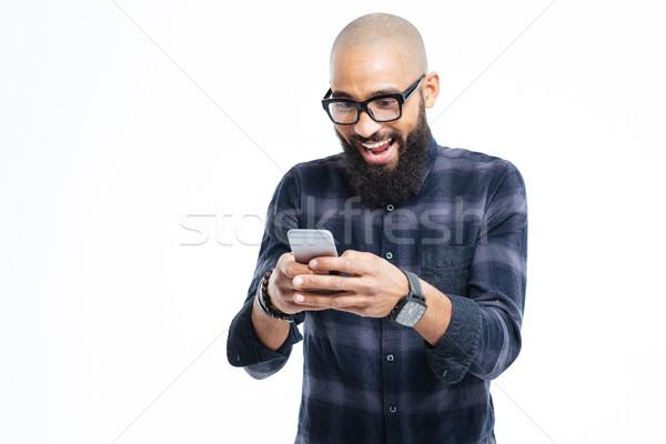 Feliz África hombre barba sonriendo teléfono móvil Foto stock © deandrobot