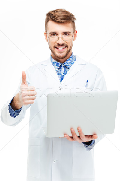 Férfi orvos tart laptop számítógép mutat hüvelykujj felfelé Stock fotó © deandrobot