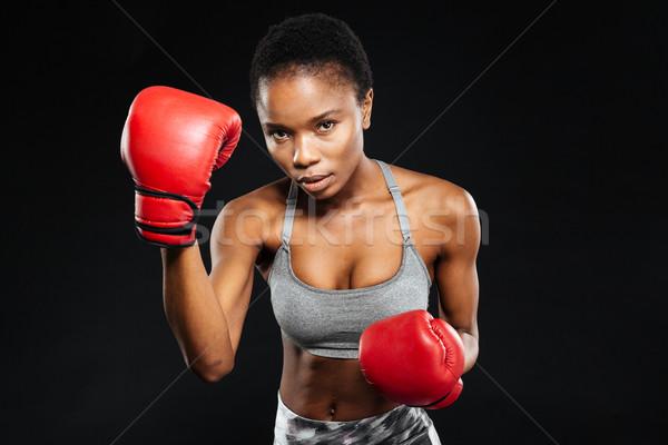 Fitness donna guanti nero grave guardando fotocamera Foto d'archivio © deandrobot