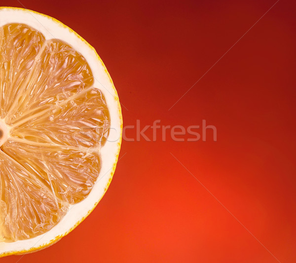 Obraz pomarańczowy plasterka odizolowany czerwony żywności tle Zdjęcia stock © deandrobot