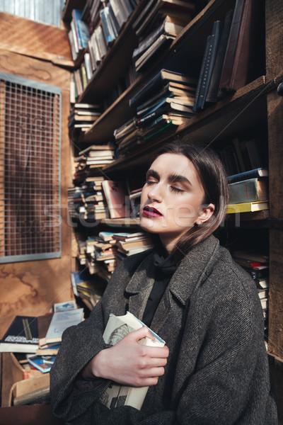 Stock fotó: Fiatal · lány · kabát · tart · könyv · öreg · könyvtár