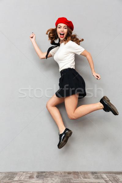 Porträt glücklich Schülerin einheitliche springen Stock foto © deandrobot