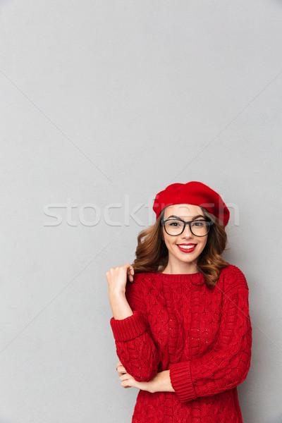 Ritratto donna sorridente rosso maglione guardando Foto d'archivio © deandrobot