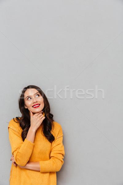 Függőleges kép mosolyog töprengő barna hajú nő Stock fotó © deandrobot