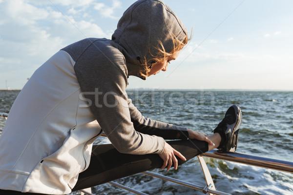 やる気のある 小さな スポーツウーマン ストレッチング 脚 ビーチ ストックフォト © deandrobot
