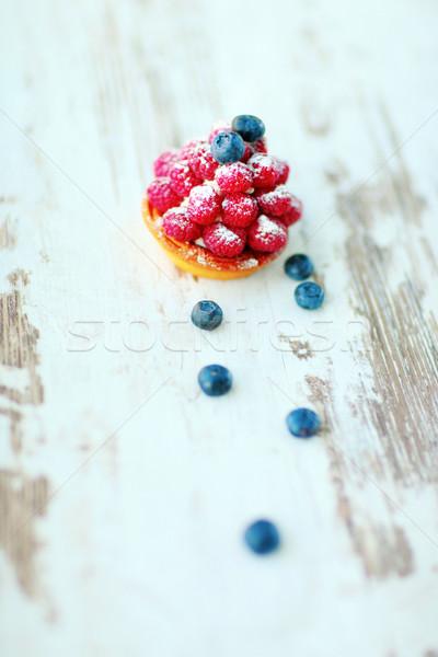 Pastel de frutas vintage mesa de madera torta espacio mesa Foto stock © deandrobot