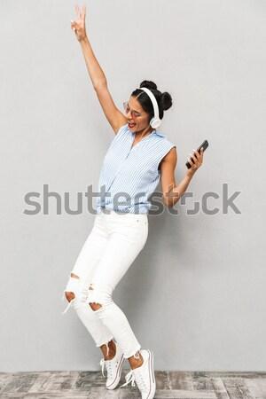 Guapo joven baile plantean gris cuerpo Foto stock © deandrobot