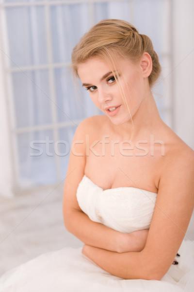 счастливым невеста белый подвенечное платье портрет глядя Сток-фото © deandrobot