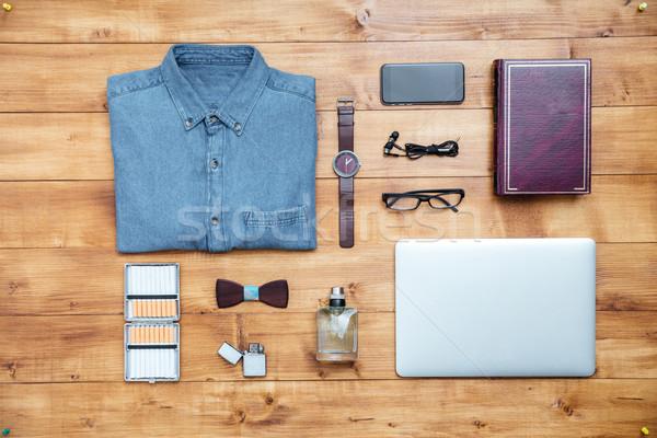 Viaggio shirt cellulare laptop profumo Foto d'archivio © deandrobot