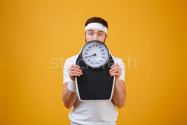 Portré fiatal fitnessz férfi rejtőzködik mögött Stock fotó © deandrobot