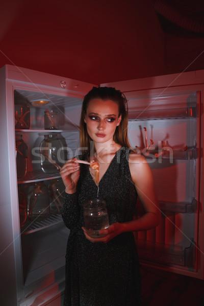 Seitenansicht Frau halten Puppe jar Stock foto © deandrobot