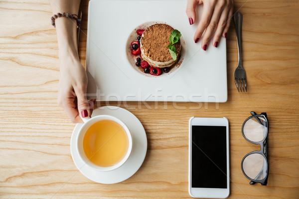 Shot colazione alimentare schermo smartphone Foto d'archivio © deandrobot