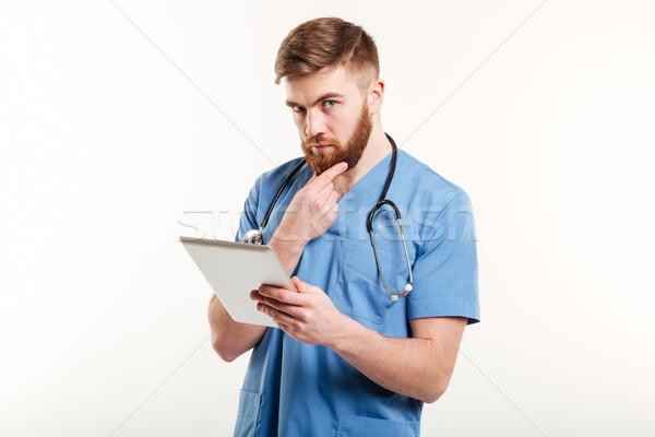 Concentrado médico enfermera pensando retrato pensativo Foto stock © deandrobot