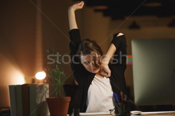 Somnolent femme bureau table internet Photo stock © deandrobot