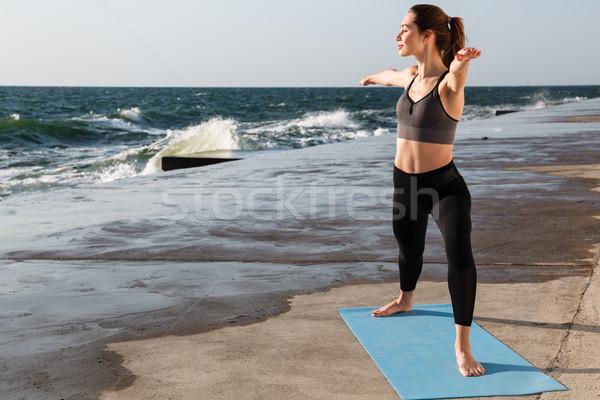 Portrait belle jeunes sport femme yoga Photo stock © deandrobot