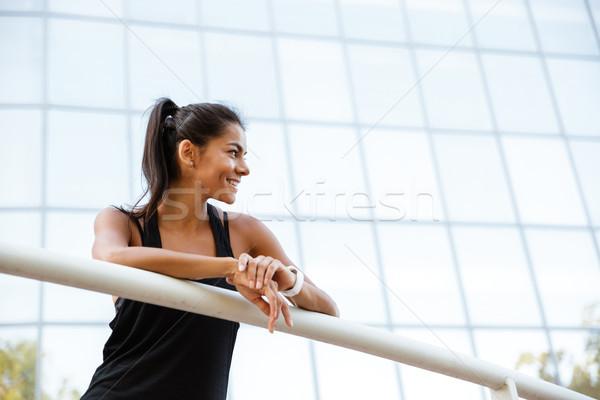 Retrato sonriendo mujer de la aptitud rail Foto stock © deandrobot