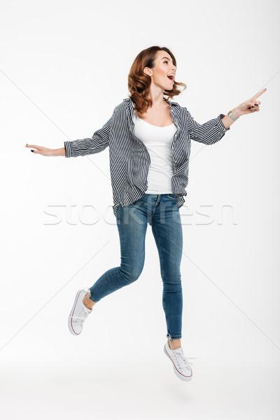 Portret podniecony przypadkowy dziewczyna skoki Zdjęcia stock © deandrobot