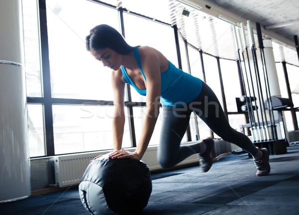 Stok fotoğraf: Genç · kadın · egzersiz · uygun · top · güzel · sevimli