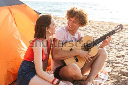 Pár ül gitár máglya portré boldog Stock fotó © deandrobot